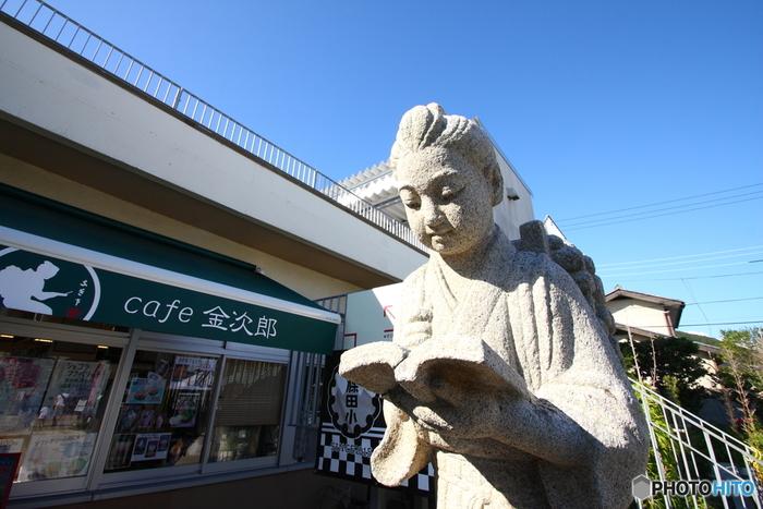校舎の片隅にあった像といえば二宮金次郎。こちらは、1階にあるイベントスペースの向かいにある、その名も「cafe金次郎」です。