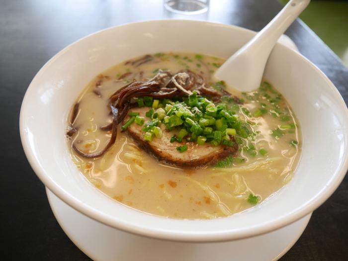 麺類も人気です。 濃厚な豚骨スープが絶品の「白湯ラーメン」は、これから寒くなると食べたくなる味ですね。