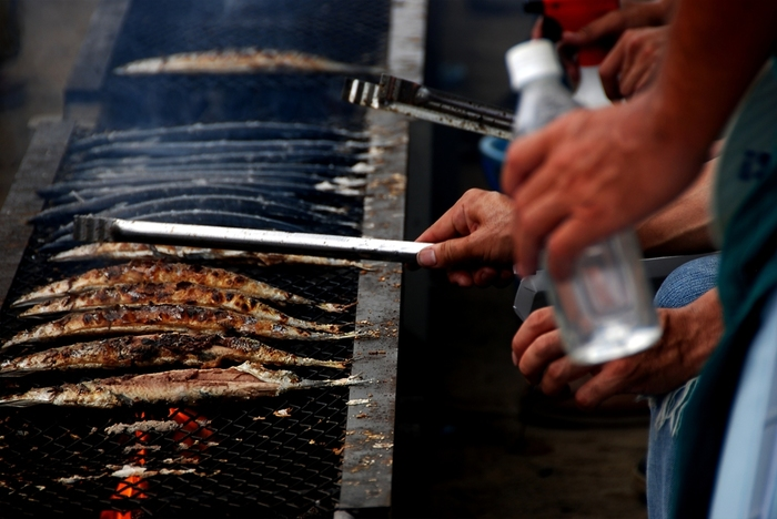 秋の味覚の代表格である「秋刀魚」の旬は、9~11月。健康効果が高いといわれるDHAやEPAを豊富に含んでいます。獲れはじめは脂が少なめですが、季節の深まりとともに脂がのって、塩焼きなどに適するようになります。