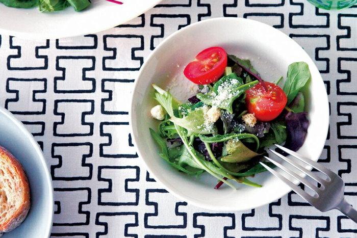 ティーマ プレート15cmと17㎝は、取り皿としてぴったり。複数枚持っておきたいサイズすね!おつまみや副菜、しょうゆ皿、マグカップのソーサーとしても大活躍。また、メイン料理の取り皿としてもとっても重宝で、お食事中に、箸やカトラリーの置き場所にもなります。