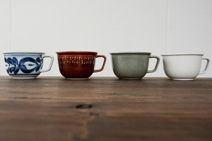 こちらは日本の伝統工芸とのコラボレーションも数多く手掛けるブランド、「amburo(アマブロ)」がプロデュースした波佐見焼のおしゃれなスープカップです。写真左から廻り花、スリップウェア、KANNYU、ビスクブラウンの4種類を展開しています。どの器もシンプルでありながらも、存在感のある個性的な柄や、温かみのある優しい色合いが素敵ですね。