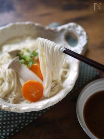 とろとろクリーミーなお豆腐だしのにゅうめん。お鍋のように野菜と一緒に煮込んでも美味しいです。コシがあって煮崩れしにくい麺がおすすめ!
