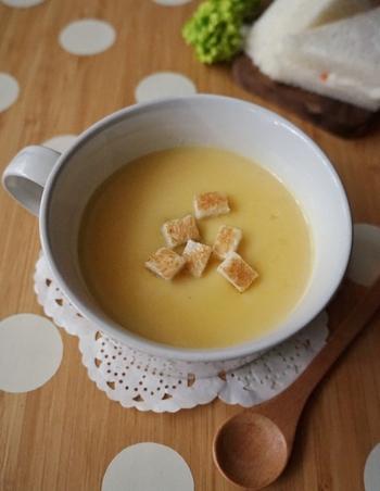 こちらはほんのりバターの風味を効かせた、優しい味わいの「さつまいものポタージュ」。秋はサツマイモも美味しい季節ですよね。簡単に作れるポタージュスープで、ぜひ秋の味覚を味わってみませんか?