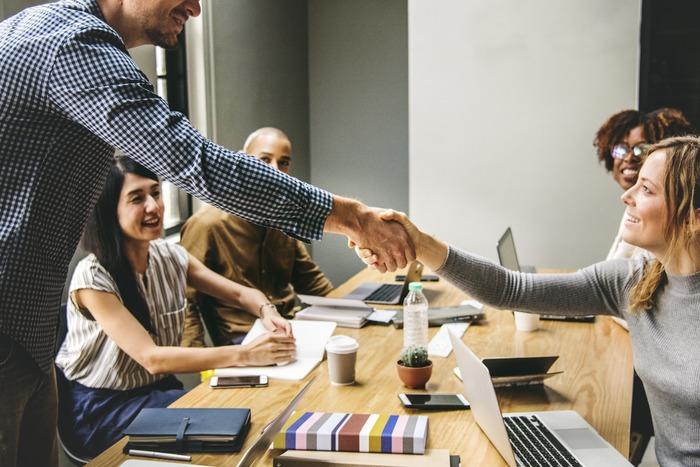 諦めずにチャレンジし続ければ、いつしかあなたは、自分がステップアップしていることに気づくはずです。それは、仕事の場で表れるのかもしれないし、別の場所かもしれません。または、新しい仲間や出会いが待ち受けているかも...。きっと、可能性は無限に広がっていますよ。