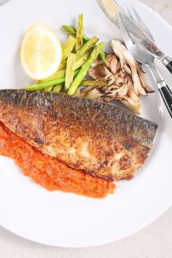 カレー味と並んで、鯖と相性のいいトマト味。鯖には、イタリアンな料理もおすすめです。こちらは、おしゃれなソテー。トマト味は、鯖のほかにも、秋刀魚やアジ、イワシなど青魚によく合います。
