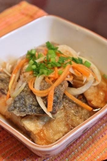 脂ののった秋鯖がさっぱりと味わえる南蛮漬け。鯖や酢、栄養価の高い食材を組み合わせた、とてもヘルシーな料理です。冷蔵庫で30分以上漬け込むと、味がよくしみます。
