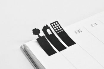手帳の大事なページに付箋を貼ってインデックス代わりに。こんな街を作っていくような楽しいデザインの付箋を見つけて、自分だけの手帳を作ってみてはいかが?