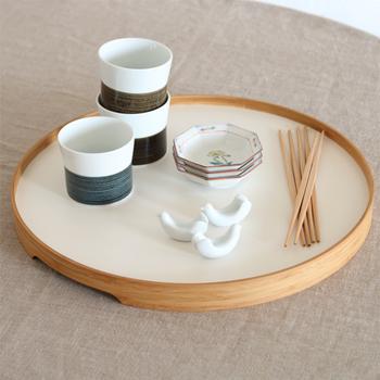 見た目にも美しいから、お箸や小皿を集めてテーブルに置いておいても◎。人が集まった場面でも活躍してくれそうです。