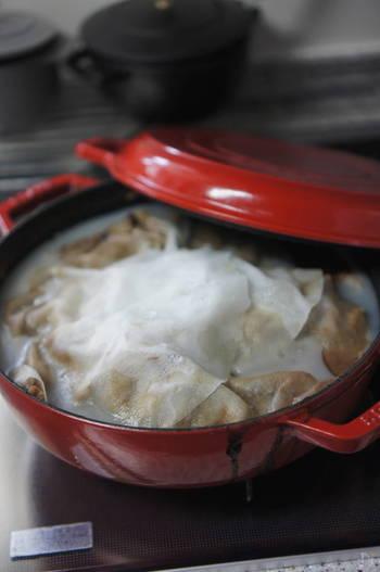 「圧力鍋」を持っている方に朗報!2回目に茹でる作業を、「10分加圧→自然冷却」で済ませることができますよ。  「ストウブ鍋」をお持ちなら、茹でこぼし無しで、オーブン煮で済ませることも可能。こちらはあまり時短にはなりませんが、火を使わず、オーブンでお任せ調理できるのはうれしいですよね。