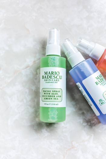 カサつきを感じたときに使用していた化粧水スプレー。入っている成分にもよりますが、その化粧水が蒸発するときに、肌の水分も一緒に奪われることがあります。