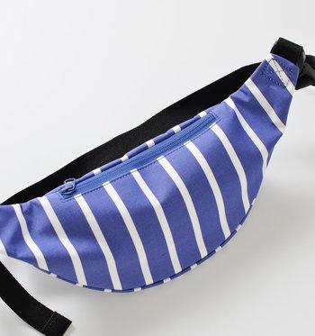 頻繁に使うものは、ボディ側のファスナーポケットに収納。