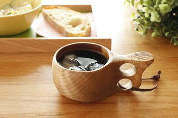 自然素材なので、色も木目もひとつとして同じものはありません。世界に一つだけのマイカップとして贅沢な気持ちを味わうことができます。