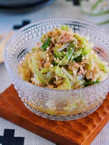 まったく火を使わずにできる和え物です。白菜をたっぷり食べられるので、同じようにかつお節もたっぷり和えて旨味も味わいたいですね。