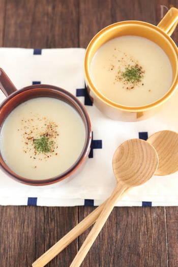 秋冬にぴったりのかぶのポタージュ。優しい味にほっこり♪ かぶと玉ねぎをコンソメで5分煮て、牛乳を加えてミキサーにかければあっという間に完成です。