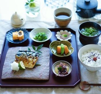 「朝はやっぱりお米が落ち着く」という人はこちらのレシピを。 写真のように、常備菜などを組み合わせて、おかずを多種類並べれば、いつもの朝ごはんもちょっとリッチな仕上がりに♪