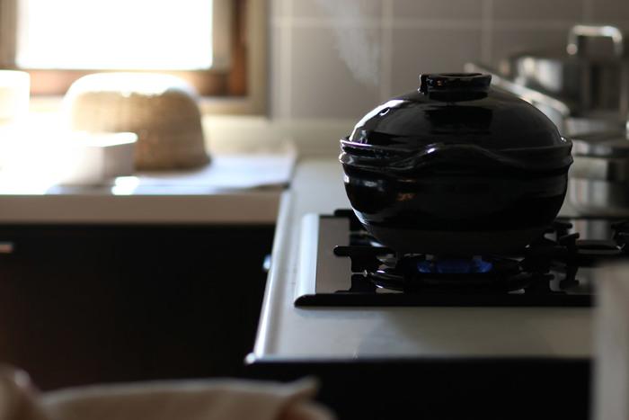 味付けした水分に長時間つけておくと腐敗の危険や調味料が分離・沈殿し、その部分に熱が加わり過ぎてうまく炊けません。炊飯器の予約機能などを使ったりせず、すぐに炊飯を開始しましょう。