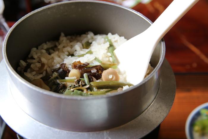 秋は新米が出回る時期でもあります。ぜひ美味しい新米で炊き込みごはんを作って秋の味覚を丸ごと味わってくださいね。