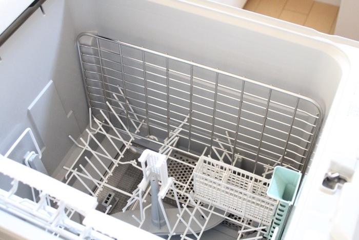 食器洗いも、食洗器に頼ってしまえば大幅に時間が短縮できます。食洗器に入れられない食器や大きな調理器具だけを洗うようにすれば、あっという間に食事の後片付けが終わります。便利な家電は初期投資こそ必要ですが、コトの断捨離にはとても役立つアイテムなのです。