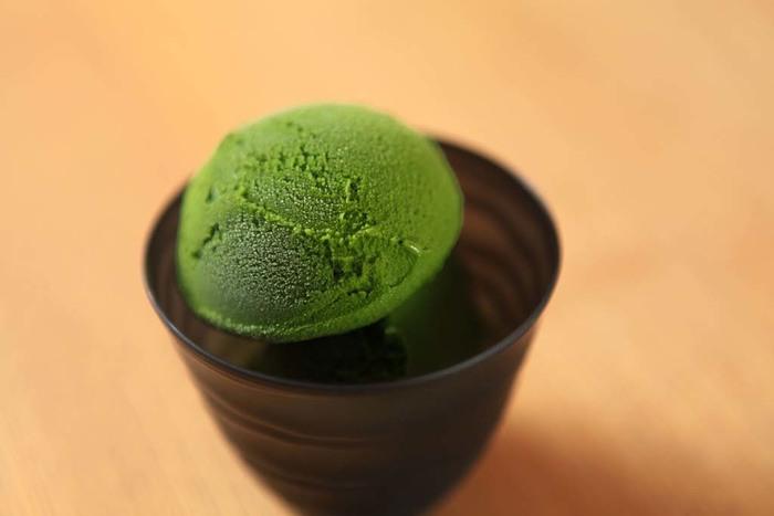 抹茶レベルMAXのジェラート!見るからに濃厚で、自然な甘さの中に凝縮された抹茶の深みが融合されている、まさに大人のためのジェラートです。
