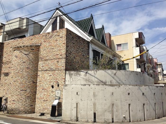 お城のような素敵な外観の『マッシモ マリアーニ』。