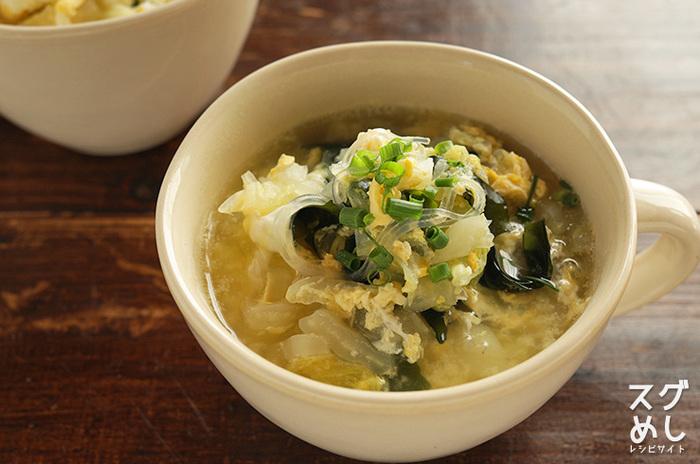白菜と春雨が入ったスープは、食べごたえがあるのにカロリーは低めでヘルシーです。夜食にしても罪悪感が少ないのは嬉しいですね。