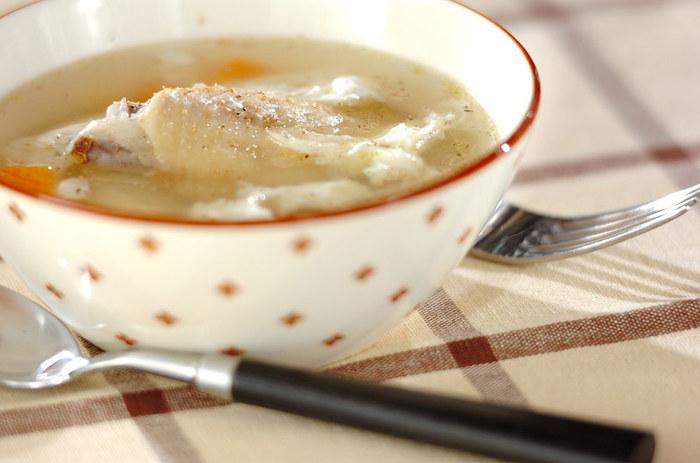 鶏手羽先のスープは、コラーゲンたっぷり。野菜も一度に摂れるレシピです。