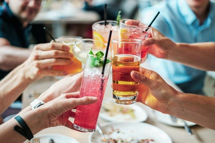 飲み会や合コンなども、自分で気持ちが乗っているものでない限り、行かない方がいいでしょう。気が乗らないものを断り続けていると、そのうちあまり頻繁に誘われなくなります。