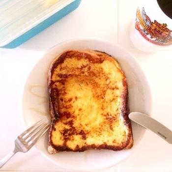 卵焼き器の大きさは、フレンチトーストを焼くのにもぴったりです。ちょっと贅沢するなら厚めの食パンの耳を落として、厚焼き玉子のように四角くふわふわに焼き上げるのもおすすめ♪