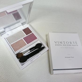 シンプルだけどシックでおしゃれなモーブ色なら、ミネラルコスメブランド「VINTORTE(ヴァントルテ)」の「ミネラル シルク アイズ パレット」。あたたかみの中にも知的さを感じさせてくれます。