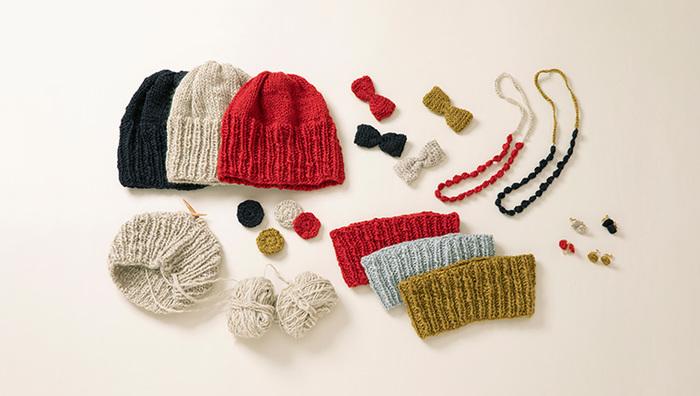 自分でイチから編んだニットは、体だけでなく心にも温もりを与えてくれます。形が不揃いだったり、いびつになるのも、手編みならではの味わいのうち。世界にひとつのとっておきを、ぜひ手作りしてみてください。