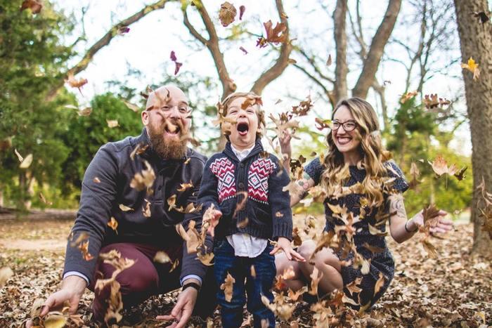 自分の興味があることや、好奇心を満たしてくれるのが「趣味」の魅力です。必要に迫られる勉強とは違って、好きなことだと調べたり読んだりすることも楽しくて、時間があっという間に経つほど熱中できますよね。  そんな趣味を、ママパパとともに、お子さんも共有できたら、・・・より楽しくて、親子の会話も盛り上がる、すてきな時間を育めるはずです。今回は、家族でそんな幸せな時間を共有できるよう、『大人も子どもも楽しめることができる趣味』をご紹介します。