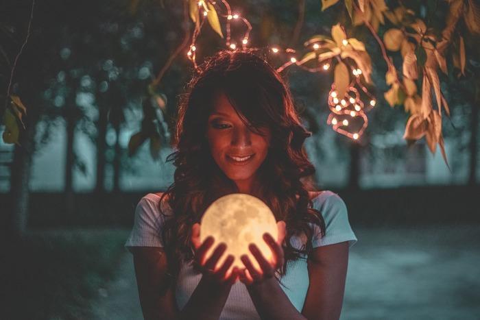 月のサイクルでリセット&チャージ!神秘的な「月美容」で体の内側からキレイになろう