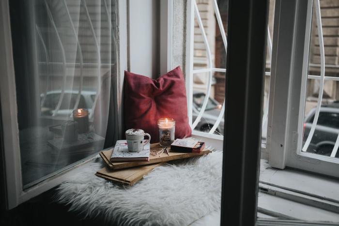 主婦でもOLさんでも、忙しい日中や夕食の時間を終えて、ほっと一息つけるのは21時頃なのではないでしょうか。  この記事では、そんな大切な夜時間を充実させるコツをご紹介していきます。