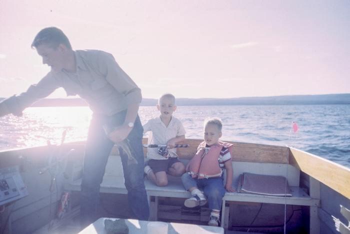魚が大好きな子どもにとって、水族館ではない場所で魚を見たり、釣ったりと、触れたら嬉しいですよね。どんな魚が釣れるのかワクワクしながら待つ気持ちは、きっと大人も子どもも一緒に共有できるもの。釣った魚はお家に持帰って、家族みんなで食べられるので、食事の時間も盛り上がりそうですね。  さらには川や海の生態系を知る機会になったり、命を頂くという食育につながったり。心豊かな時間をもたらすきっかけにも。