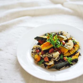 ひじきは煮物という固定概念を捨てると、洋風などひじき料理の幅がぐんと広がります。サラダに加えても、デリ風のおしゃれな仕上がりに♪炒め物などにも重宝します。