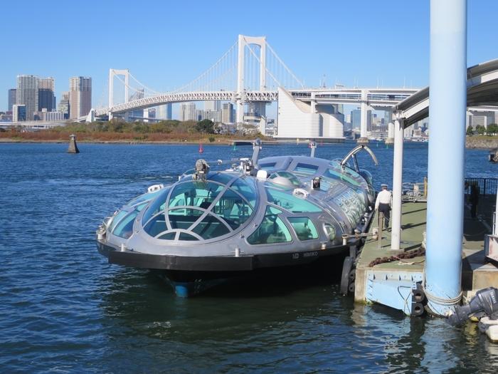 浅草から乗船して、日の出桟橋やお台場海浜公園、豊洲行きなどを運行している水上バス。松本零士さんがデザインして話題となった宇宙船のような「ヒミコ」の他、第2弾「ホタルナ」、第3弾「エメラルダス」でクルージングを楽しむことができます。