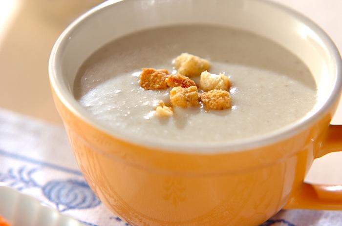 じゃがいもなどで自然なとろみがついた、風味豊かなごぼうのクリームスープ。生クリームは使っていません。ディナーの序章にふさわしい、深い味わいの本格スープ。ゆったりと時間をかけて楽しみましょう。