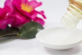 オリーブオイルと同じく、人の皮脂にも含まれる「オレイン酸」を含んだ植物油のため、頭皮への刺激が少なく髪や頭皮に自然と馴染みます。