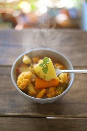 シンプルなコンソメスープも美味しいけど、具がたっぷり入ったコンソメスープも栄養たっぷりで美味しく、朝、昼、夜、そしてお夜食など大活躍してくれます。
