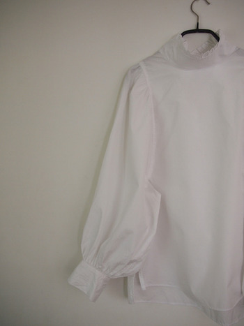 断捨離の上位にくるものといえば服ではないでしょうか。 シーズン度の流行もありますが、セールやそのときのノリなどつい買ってしまうことも多いもの。 自分にしっくりくる「似合う」服を揃えることで、クローゼットはいつも快適に。