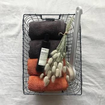 タオルのようなリネン類は役目を終えたあとは雑巾として再利用。そんな風に最後まで使い切れると、達成感があるものです。モノ選びの上手な人は、タオルひとつとってみても耐久性や使用感、カットしたあとの生地の状態などなどたくさんのチェックポイントを持っています。