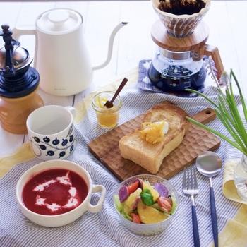今回は「パン派の洋食」と「米派の和食」に分けてレシピを紹介していきます。 洋食は今話題になっているお洒落なメニューを。和食は定番メニューを中心に紹介します。 ぜひ、爽やかな一日の始まりにどうぞ♪