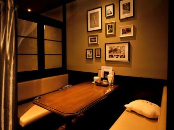 それぞれ違うインテリアを楽しめる全4室個室がある『チーズカフェ&』。