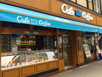 コーヒーと、北欧の食材を使用したメニューをいただける「オスロ コーヒー 麻布十番店」です。こちらのコーヒーは、焙煎の度合いと抽出方法を変えることにより個性の違った2つの味があります。甘みとコク・ほどよい苦みがある「キング」、フルーティな香りと優しい酸味を楽しめる「クイーン」の2種類、お好みで選んでみてくださいね。