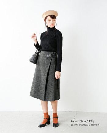タータンチェックやウールの巻きスカート、キャスケットやベレー帽...ブリティッシュテイストのアイテムを着こなしに取り入れるとぐっと秋らしい雰囲気になります。コートが必要になってくる冬より前に、ブリティッシュガ―ルを気取って、頭の先からつま先までこだわってコーディネートしてみて。トップとスカートはモノトーンでまとめて、足元に流行色を取り入れるなど、新しさをどこかにプラスするとおしゃれ度が上がります。