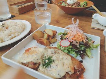 いかがでしたか? 名古屋めしから、オシャレなカフェ、デートに使いたくなるとっておきのお店など、名古屋ならではの美味しいランチがいただけるお店をたくさんご紹介しました。ぜひ、名古屋に訪れた際に役立ててみてくださいね。