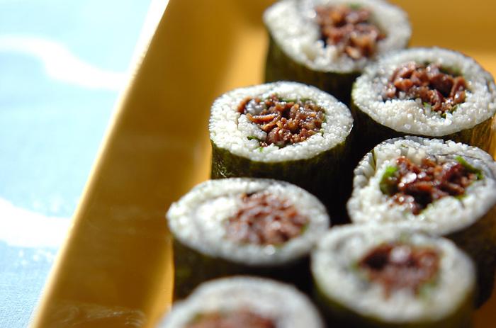 お米ではなくそうめんで作る巻き寿司。煮詰めた牛しぐれのコクとそうめんのさっぱりの組み合わせ。ヘルシーでお腹にも優しいレシピです。