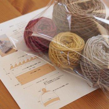 全部で4色の毛糸を使いますが、1段に編み込む色は多くても2色。作りやすさにも配慮されたデザインです。