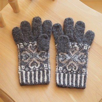毛糸は、使うほどにあたたかくなるといわれる「シェットランドヤーン」を使用しています。寒い季節も温もりをしっかり感じられそうです。