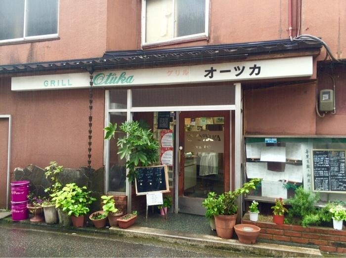「ハントンライス」を出すお店は金沢市内にたくさんありますが、その中でもハントンライス発祥の店「グリルオーツカ」は行列のできる人気店。昔ながらの洋食屋さんという雰囲気の外観も素敵なお店です。